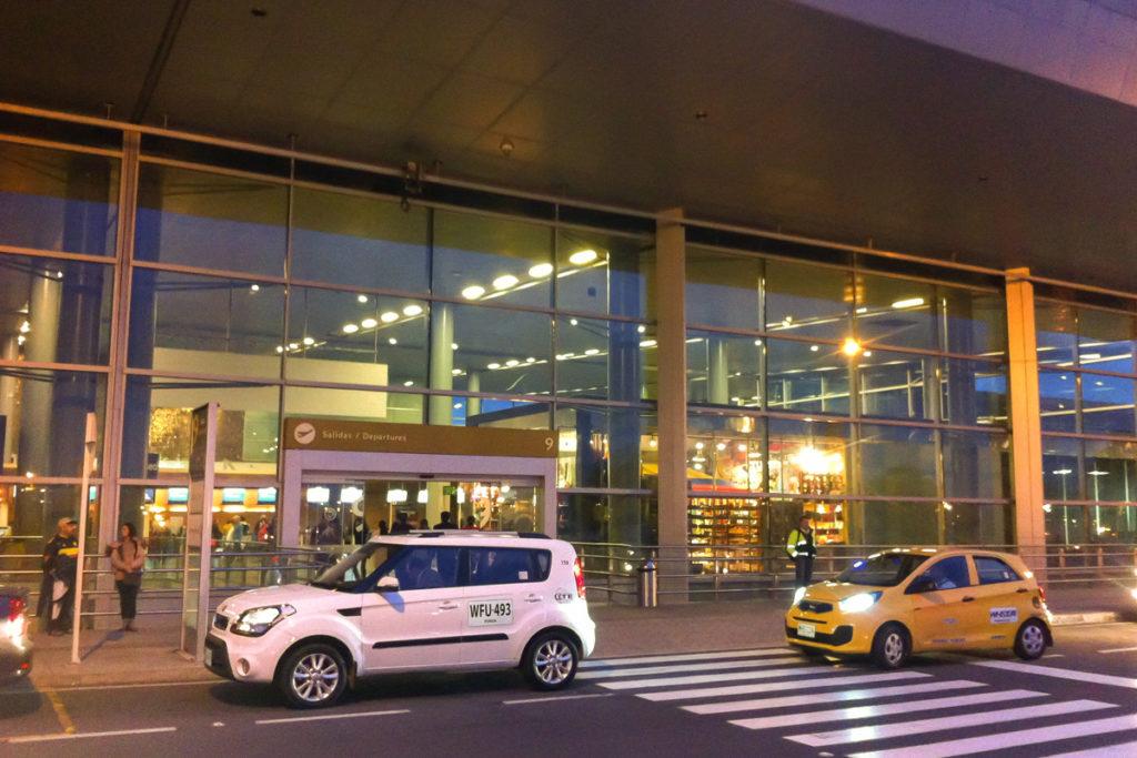Puerta 9, Aeropuerto El Dorado de Bogotá. Este fue el punto de encuentro