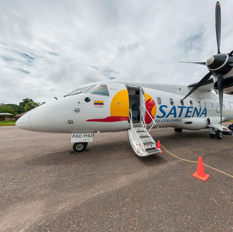 Avioneta de Satena que cubre la ruta Bogotá - La Macarena para conocer a Caño Cristales