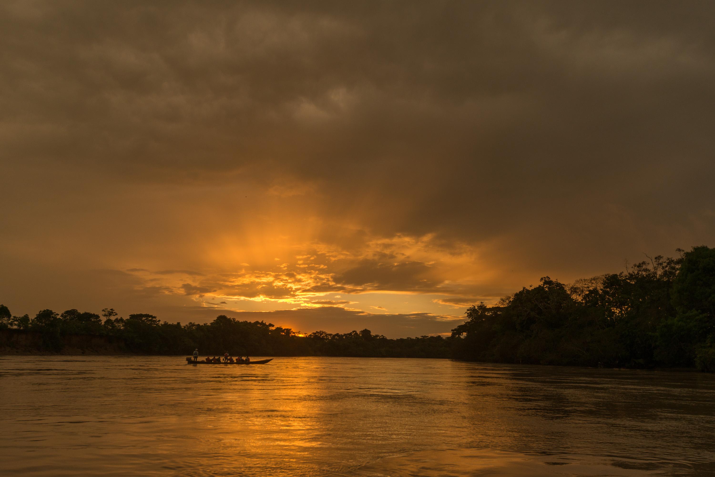 Un hermoso atardecer con los estudiantes, en el Río Guayabero